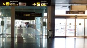 Acceso a la estación de tren del aeropuerto de Barcelona