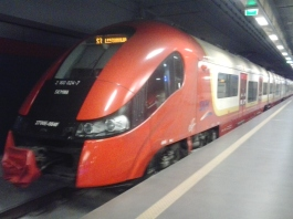Tren SKM del aeropuerto de Varsovia al centro