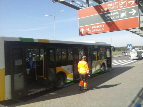 parada del bus del aeropuerto de Varsovia Modlin a la estación de tren de Modlin